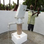 The Water Project : 64-sierraleone5105-pump-installation