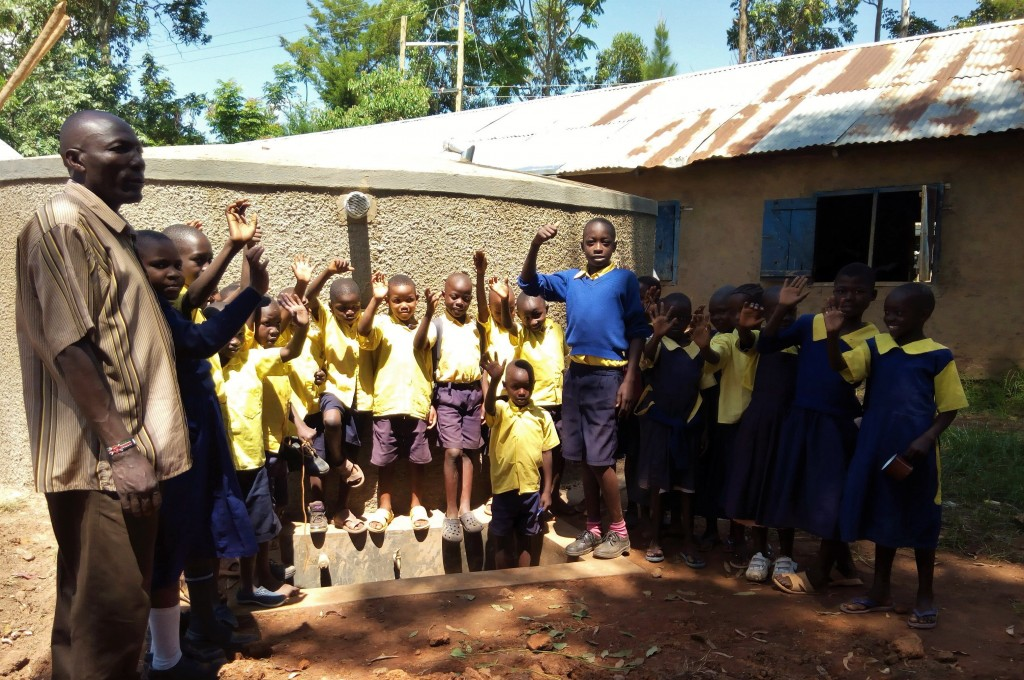 The Water Project : 10-kenya4656-clean-water
