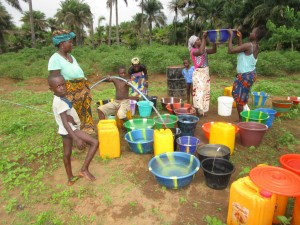 The Water Project : 11-sierraleone5121-yield-test