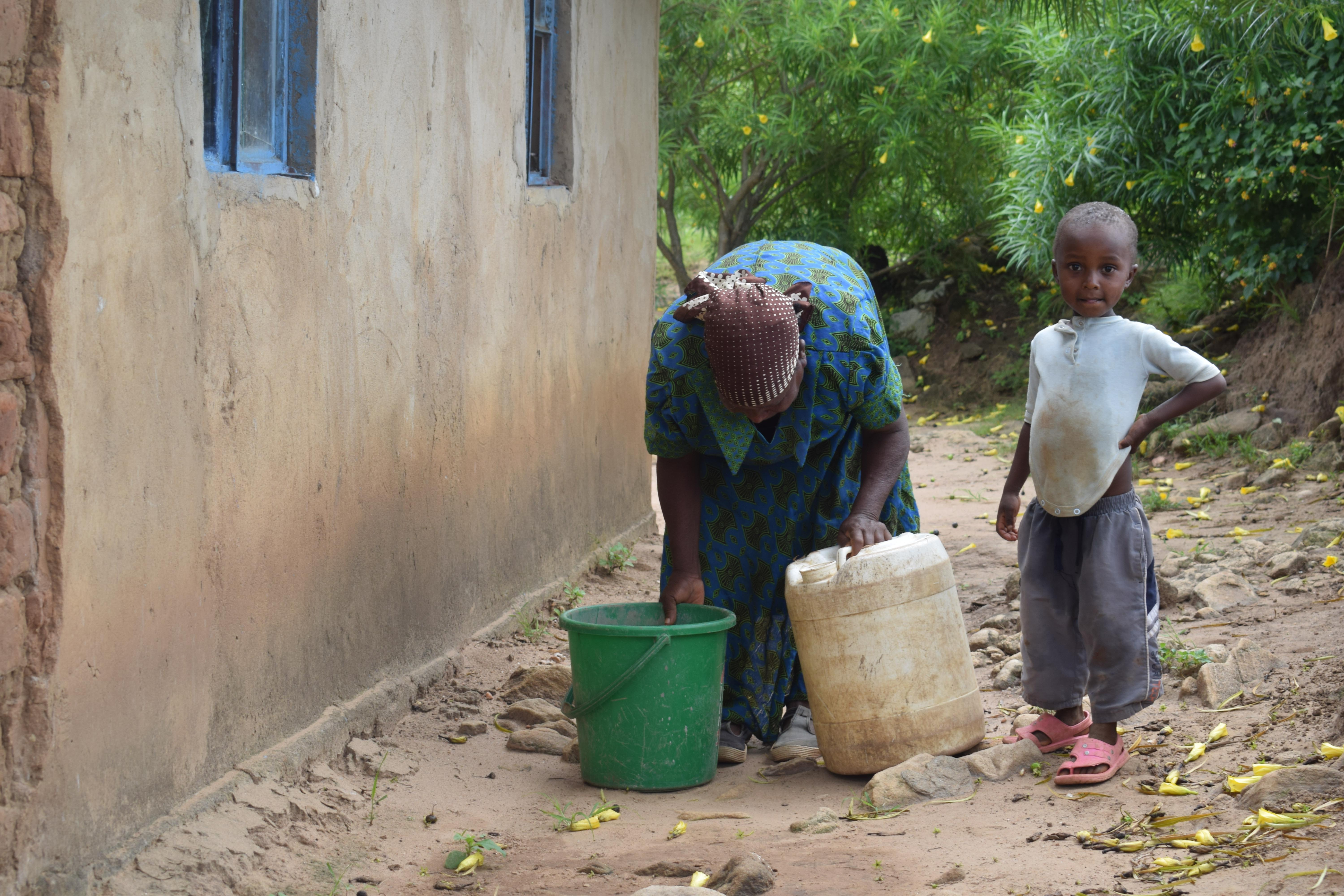 The Water Project : 13-kenya4761-household-1-water-containers
