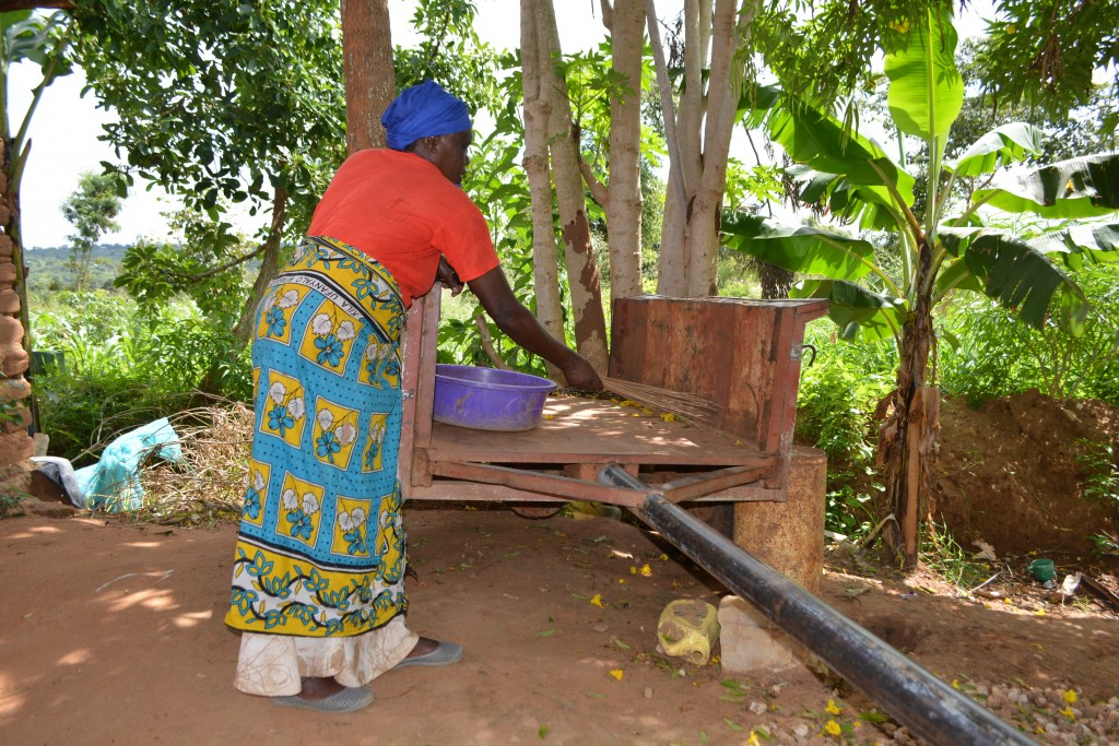 The Water Project : 13-kenya4765-household-2-cart