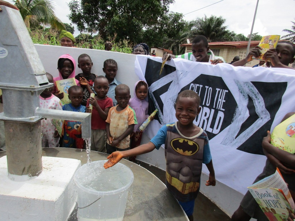 The Water Project : 14-sierraleone5115-clean-water