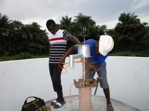 The Water Project : 14-sierraleone5121-pump-installation
