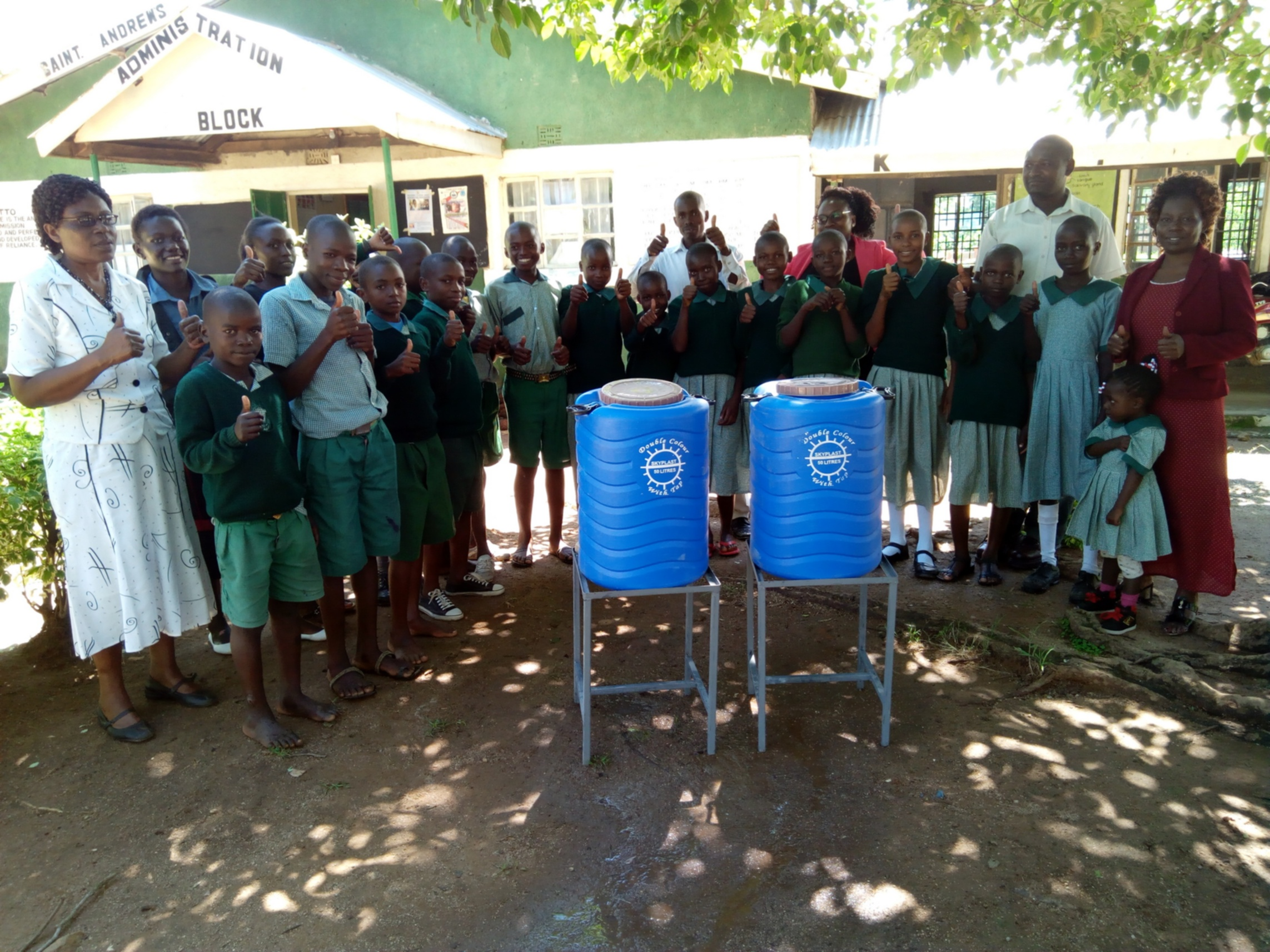 15 kenya4661 hand-washing stations