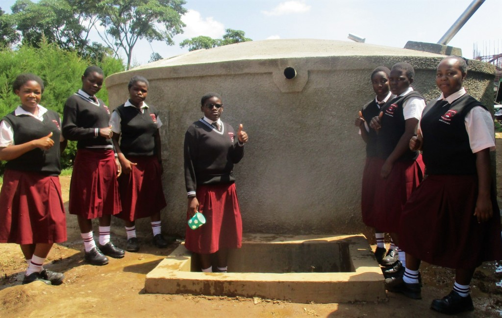 The Water Project : 16-kenya4664-clean-water