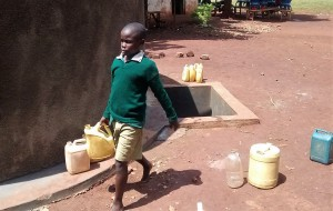 The Water Project : 16-kenya4666-clean-water