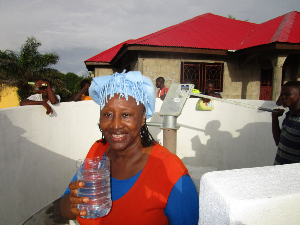 16 sierraleone5117 clean water flowing