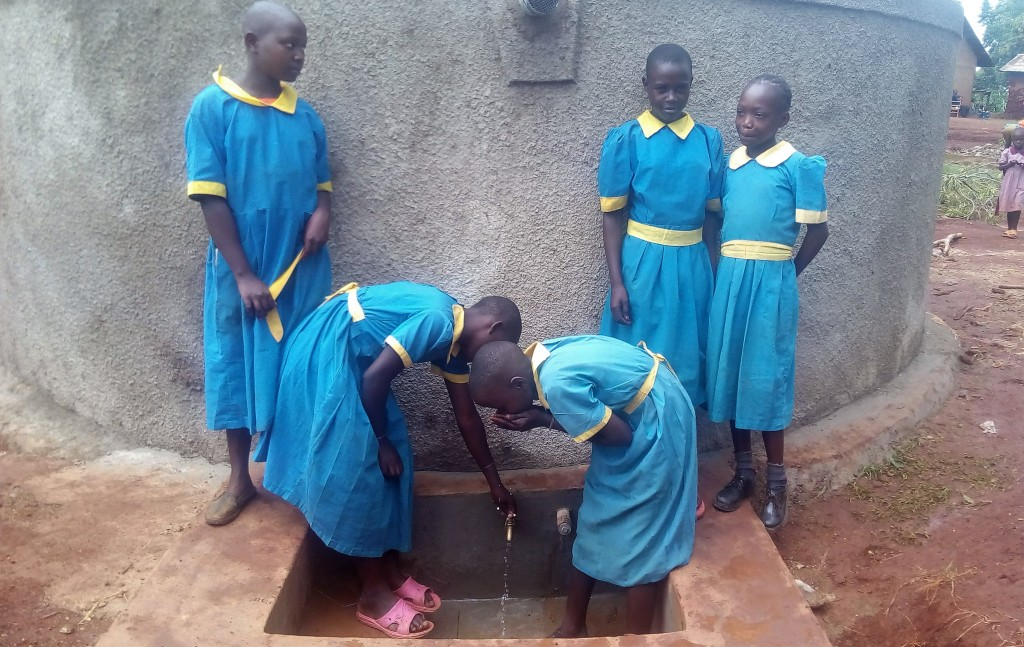 The Water Project : 17-kenya4665-clean-water