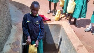 The Water Project : 18-kenya4666-clean-water