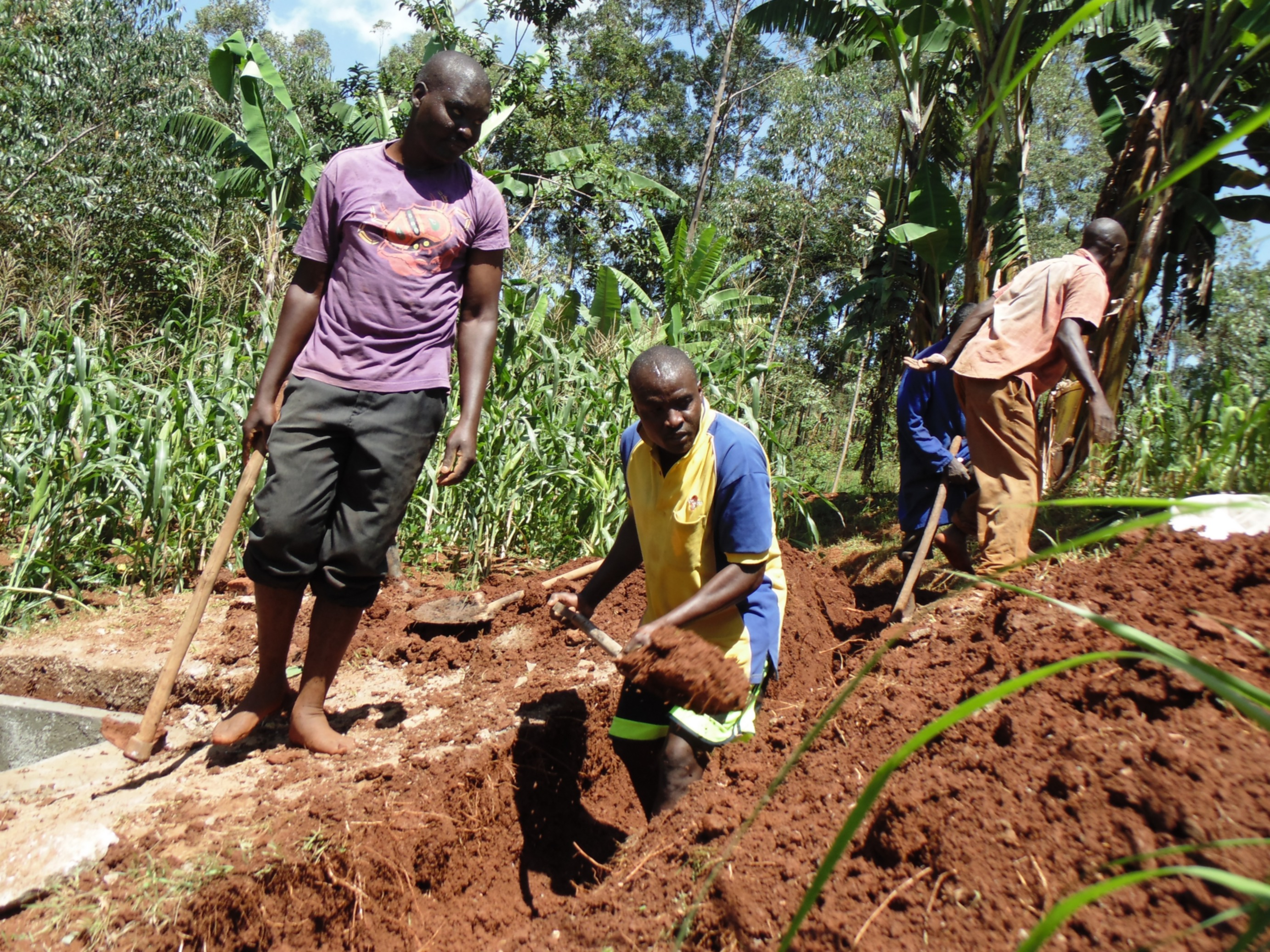 18 kenya4719 community members dig trenches