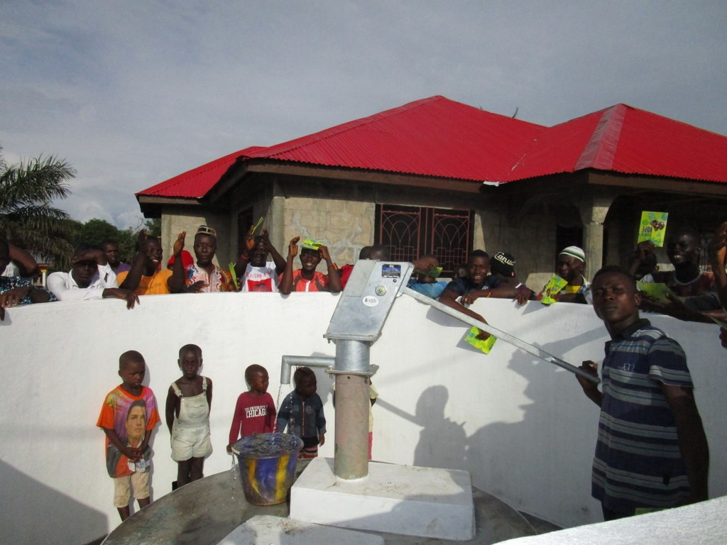 The Water Project : 18-sierraleone5117-clean-water-flowing