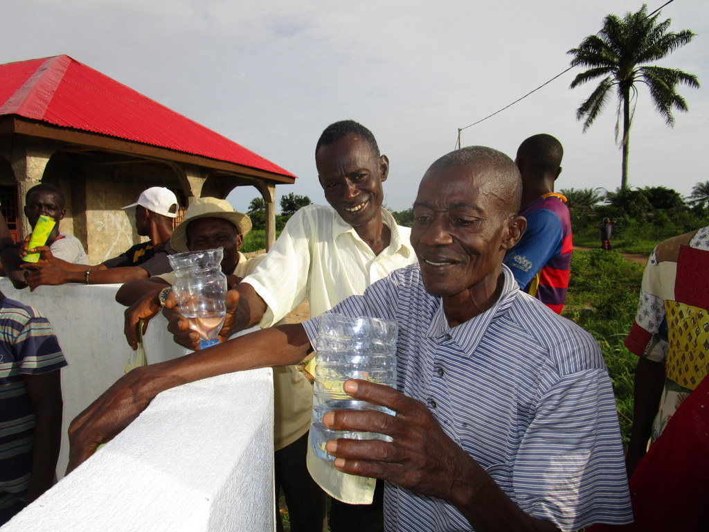 The Water Project : 20-sierraleone5117-clean-water-flowing