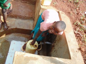 The Water Project : 30-kenya4719-clean-water