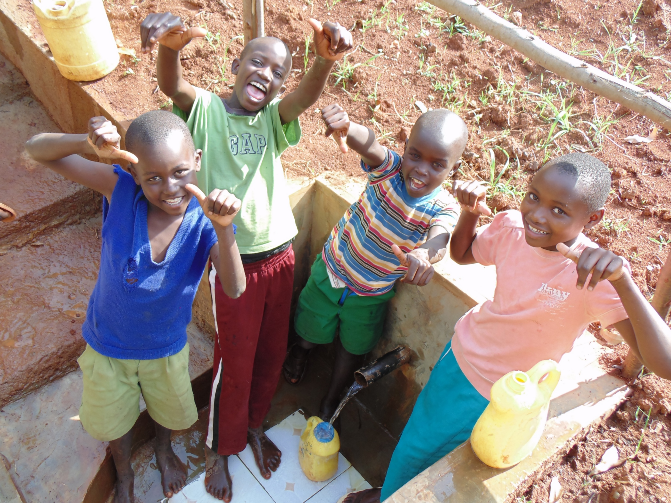 32 kenya4719 clean water