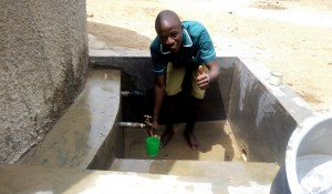The Water Project : 16-kenya4657-clean-water