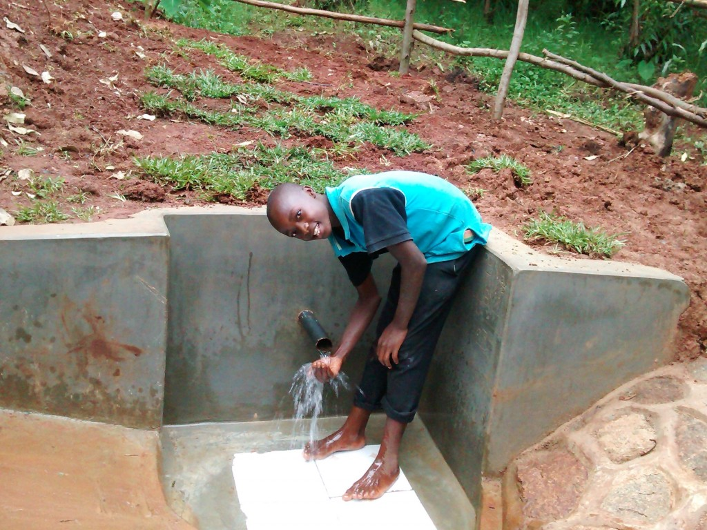 The Water Project : 16-kenya4716-clean-water