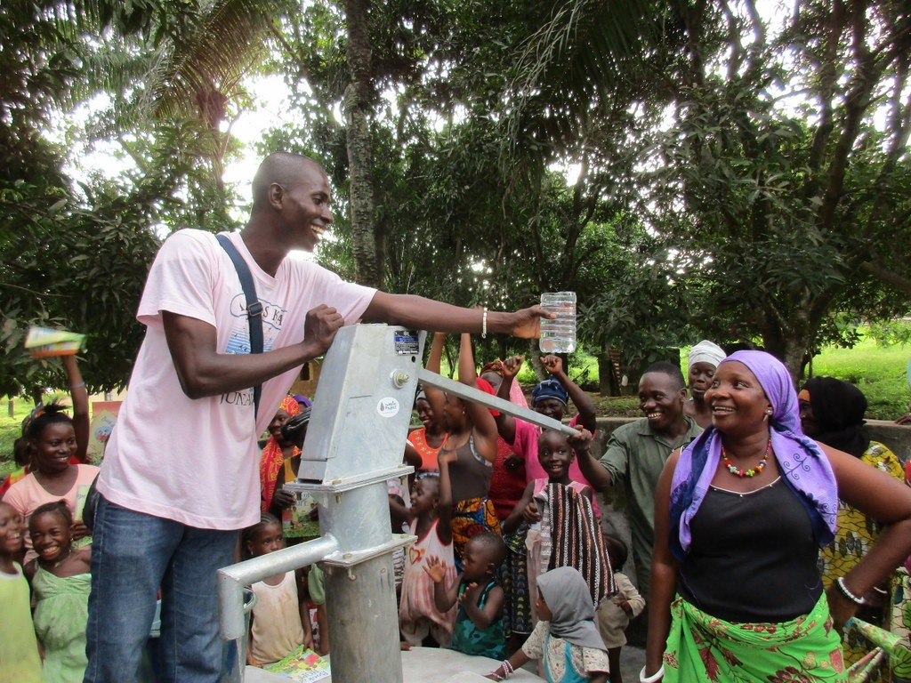 The Water Project : 16-sierraleone5118-clean-water