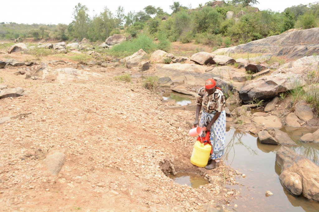 The Water Project : 1-kenya4762-fetching-water
