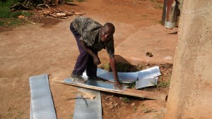 The Water Project : 15-kenya4667-making-gutters