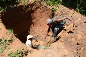 The Water Project : 2-kenya4785-well-excavation