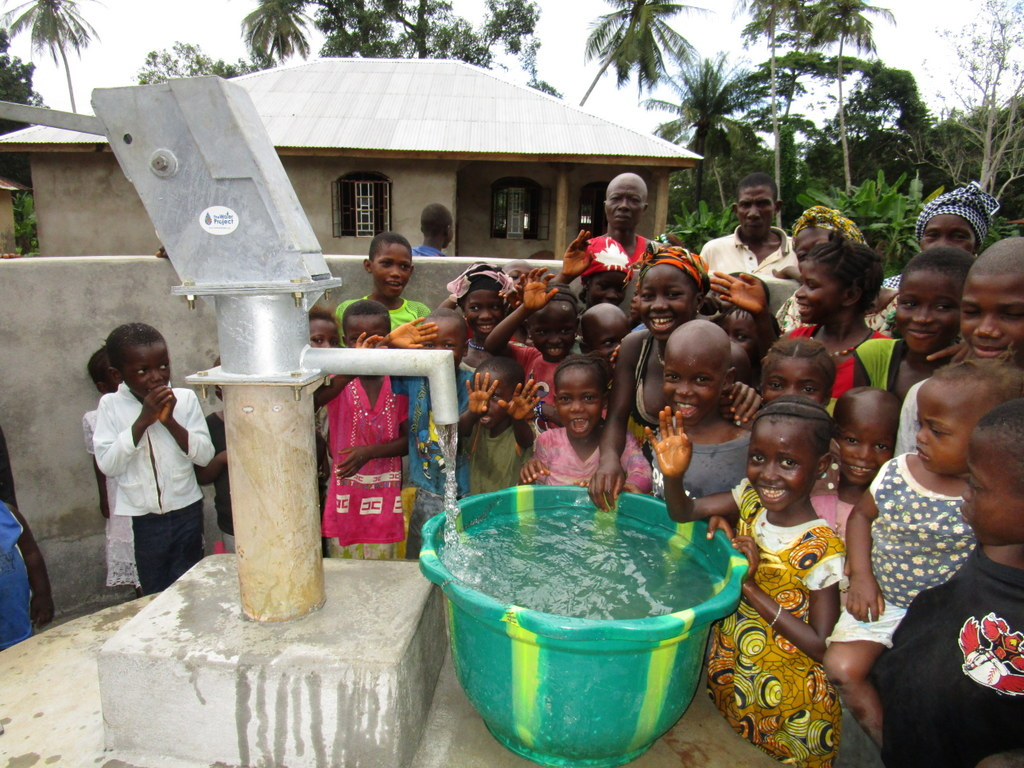 The Water Project : 21-sierraleone5124-clean-water