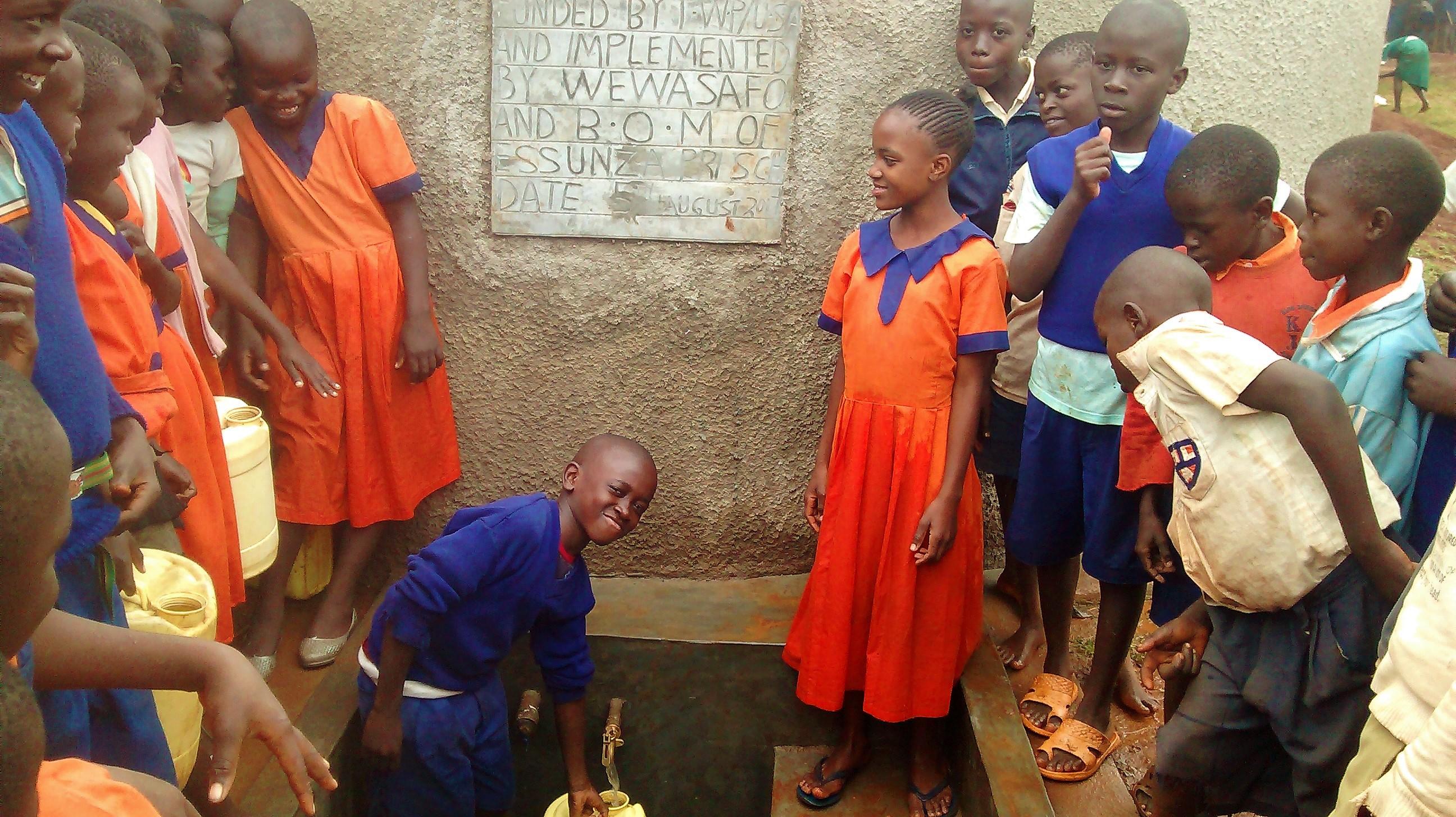 28 kenya4674 clean water