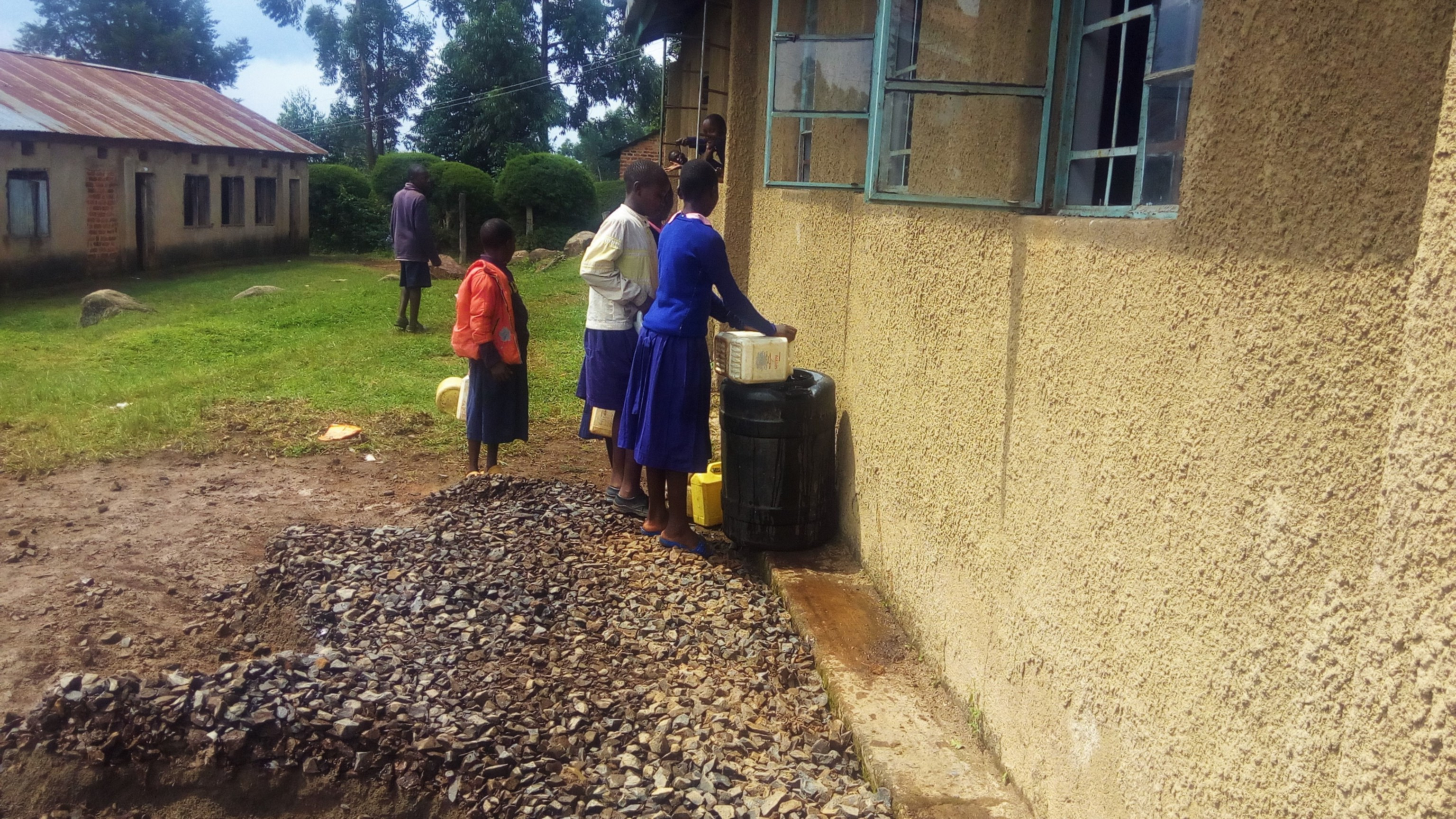 7 kenya4655 students fetching water for construction