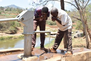 The Water Project : 7-kenya4778-clean-water