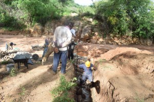 The Water Project : 8-kenya4772-construction