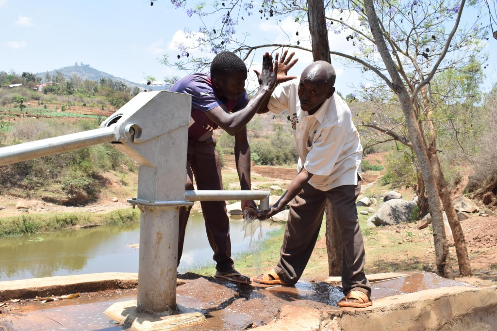 The Water Project : 8-kenya4778-clean-water