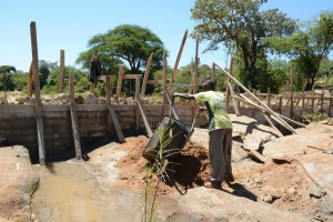 The Water Project : 9-kenya4765-construction