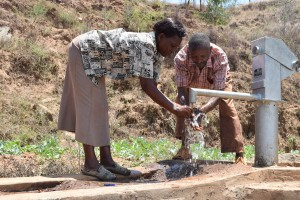 The Water Project : 9-kenya4778-clean-water