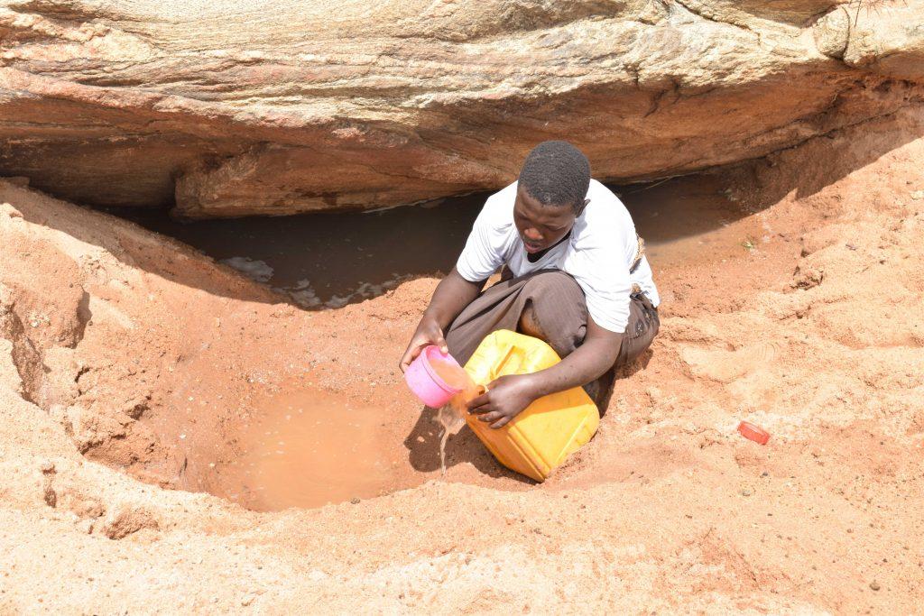 The Water Project : 1-kenya4771-scoop-holes