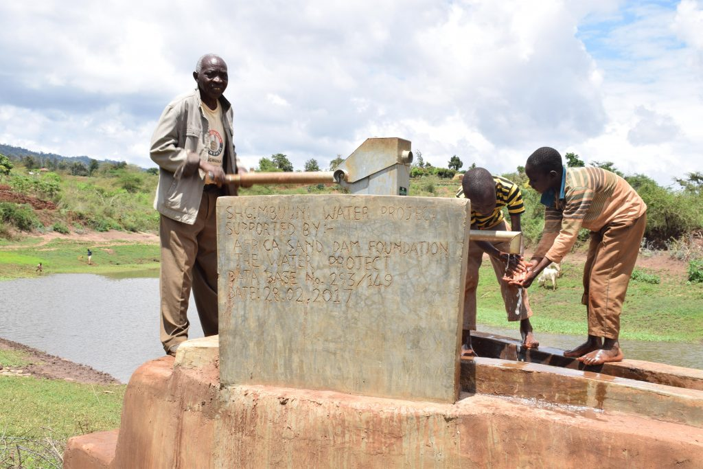 The Water Project : 1-kenya4780-clean-water