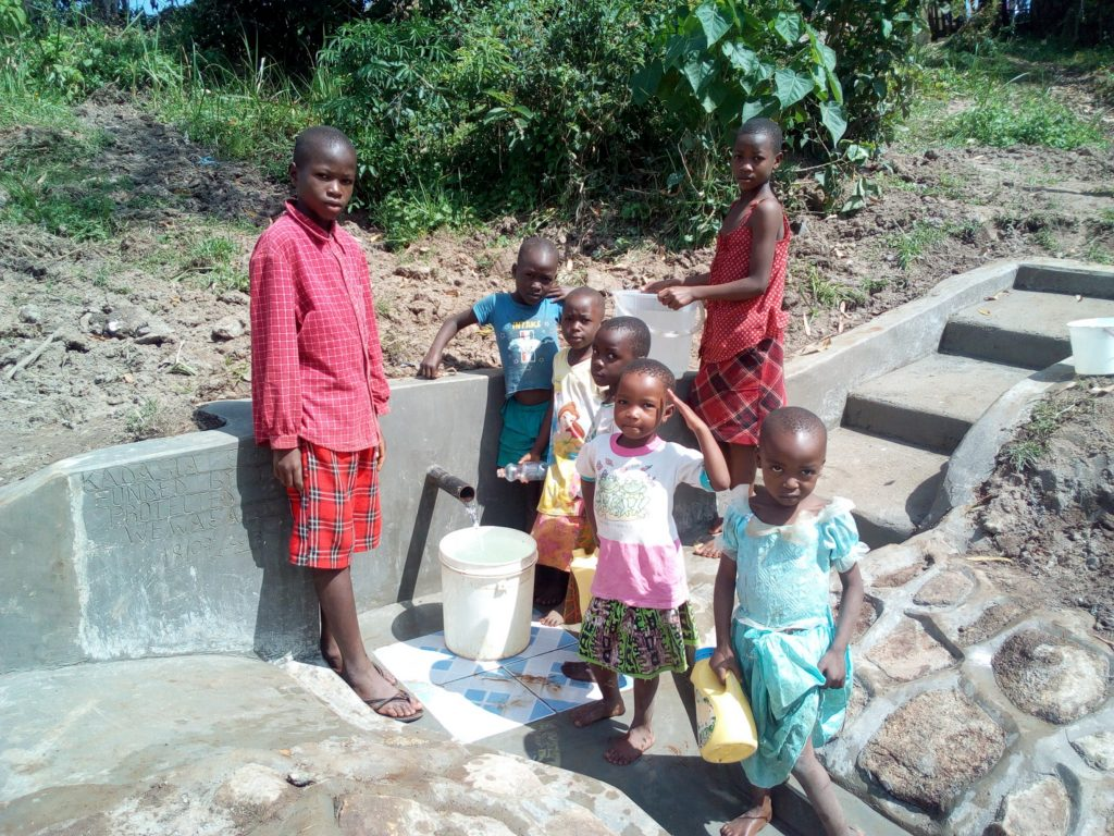 The Water Project : 13-kenya4730-clean-water
