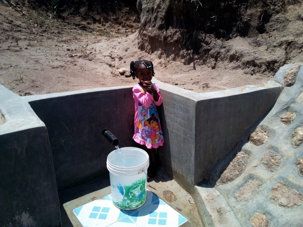 The Water Project : 14-kenya4740-clean-water