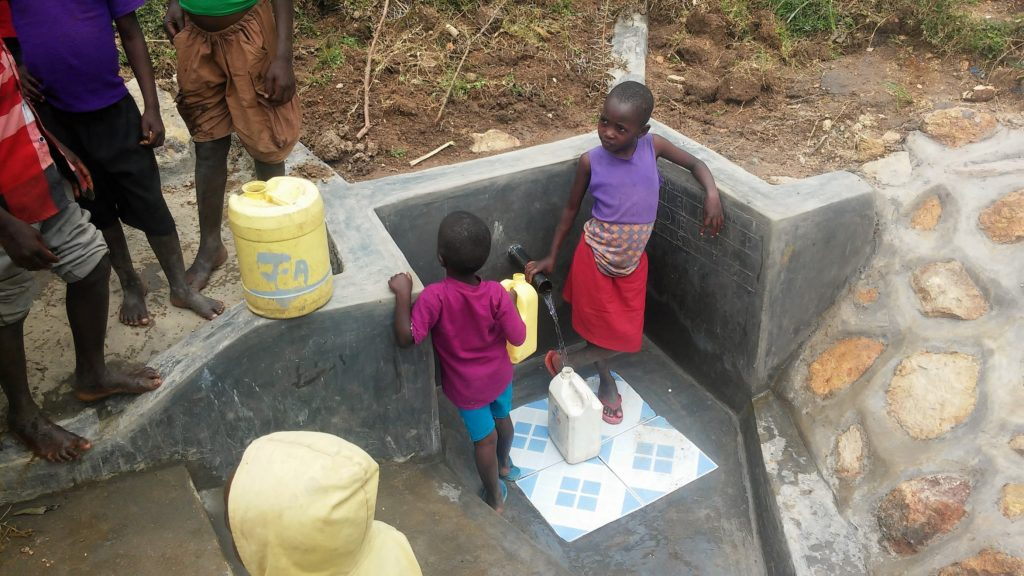 The Water Project : 16-kenya4731-clean-water