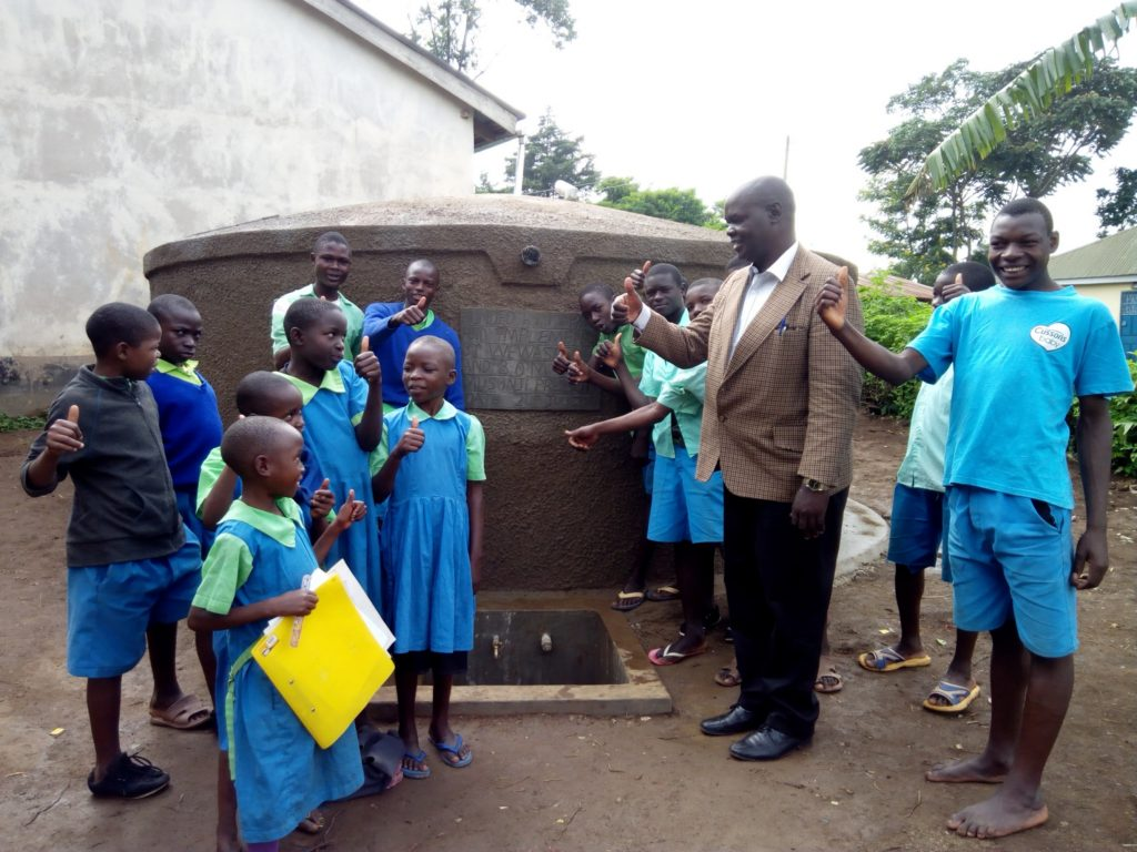 The Water Project : 17-kenya4675-clean-water