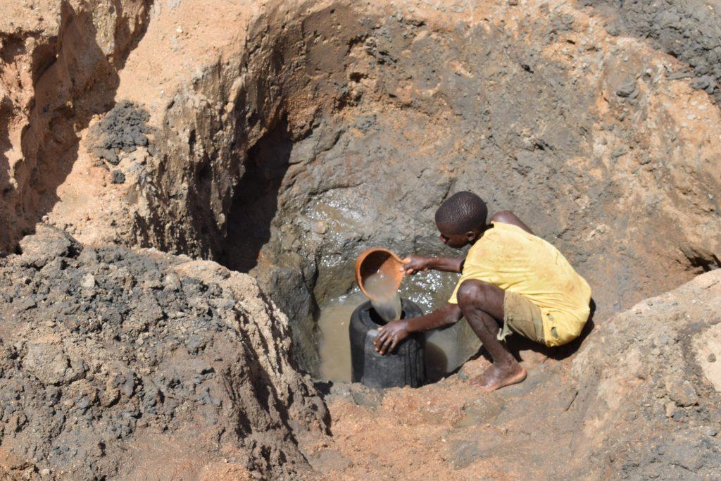 The Water Project : 2-kenya4771-scoop-holes