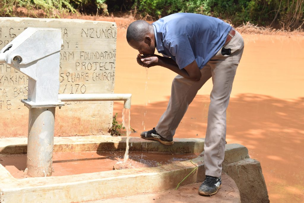 The Water Project : 2-kenya4783-clean-water