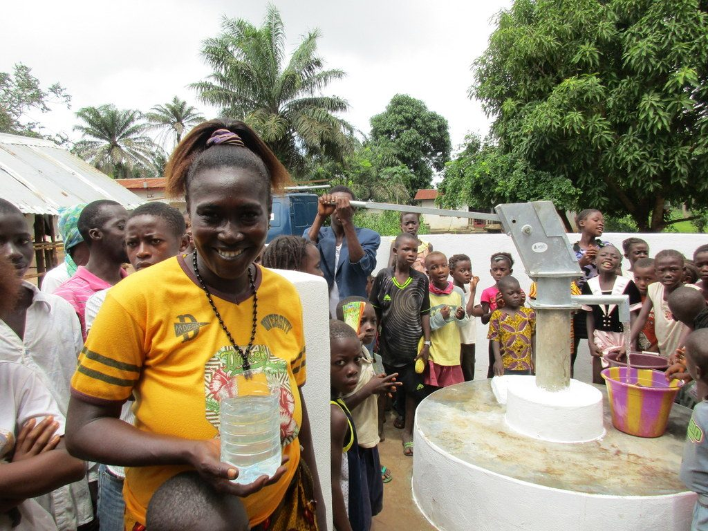 The Water Project : 22-sierraleone5129-clean-water