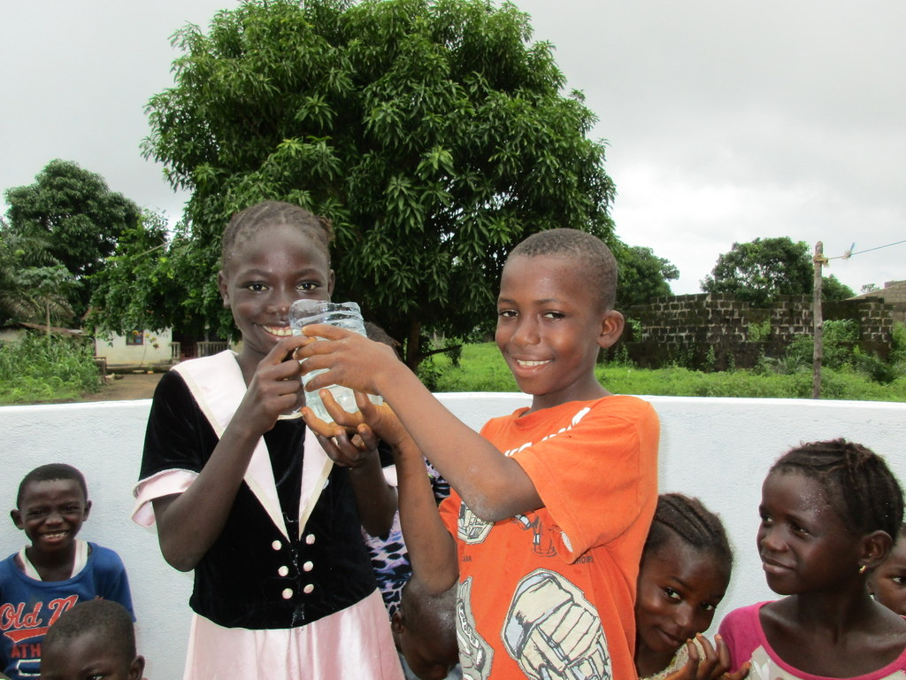 The Water Project : 25-sierraleone5129-clean-water