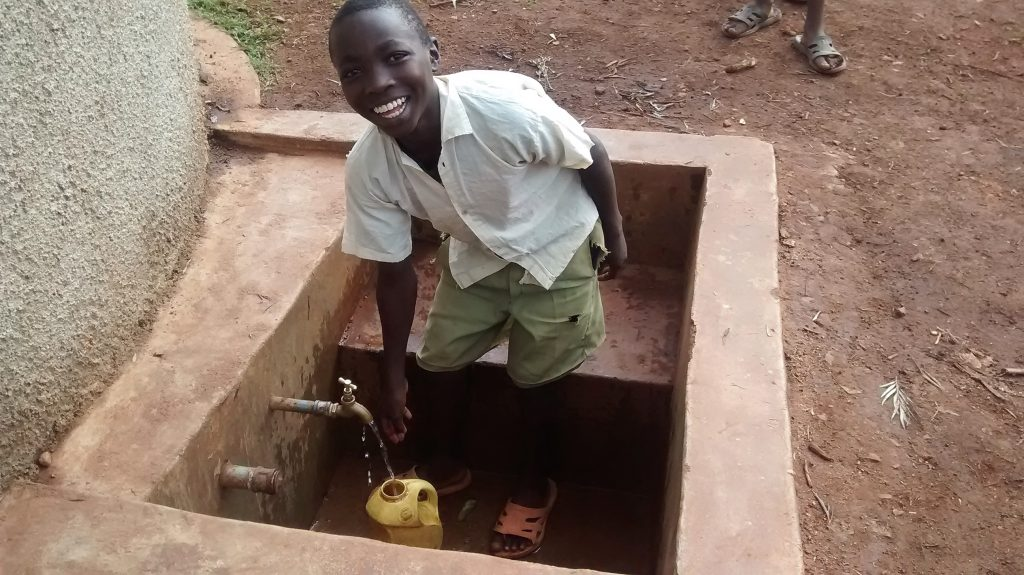The Water Project : 26-kenya4676-clean-water