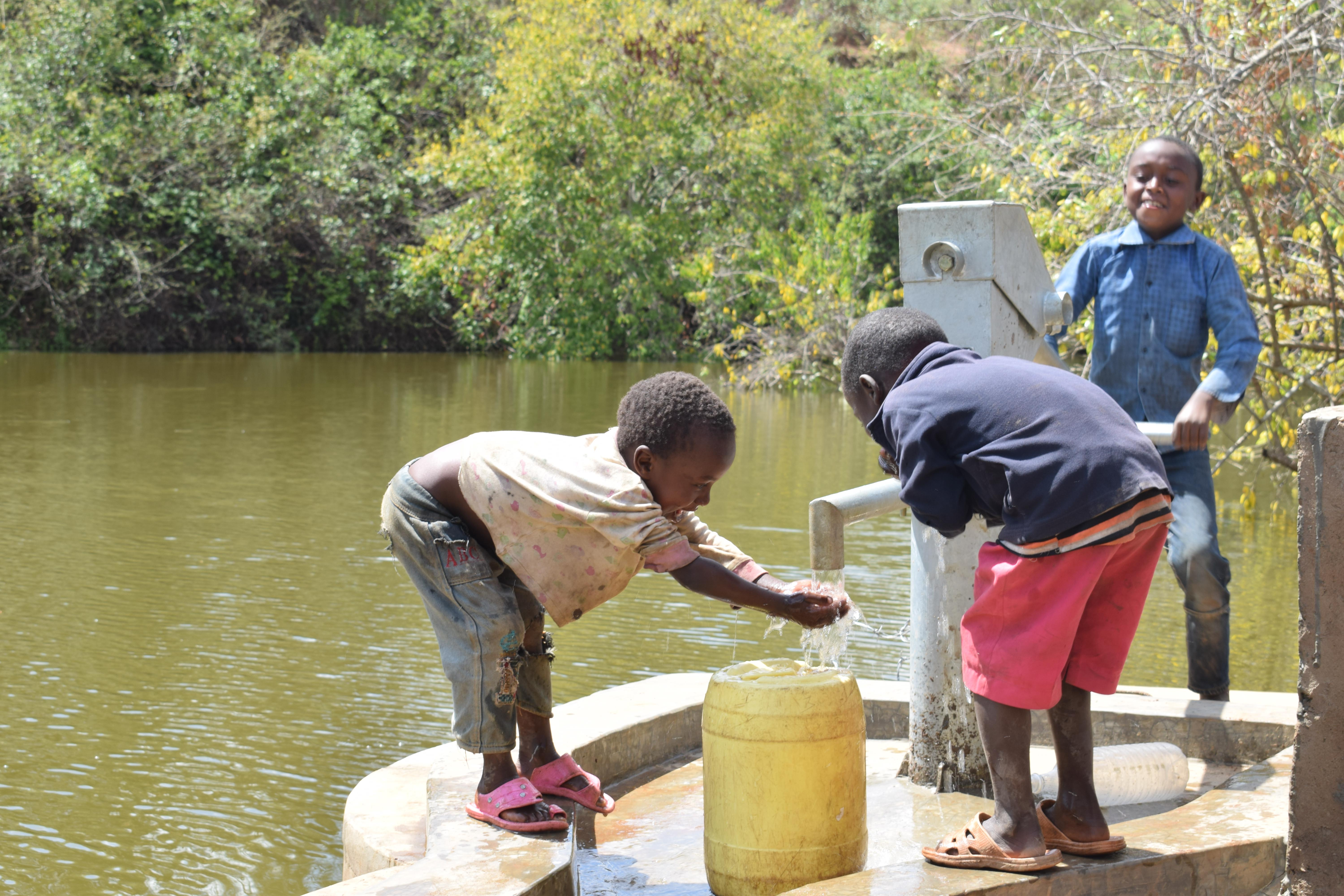 The Water Project : 6-kenya4787-clean-water