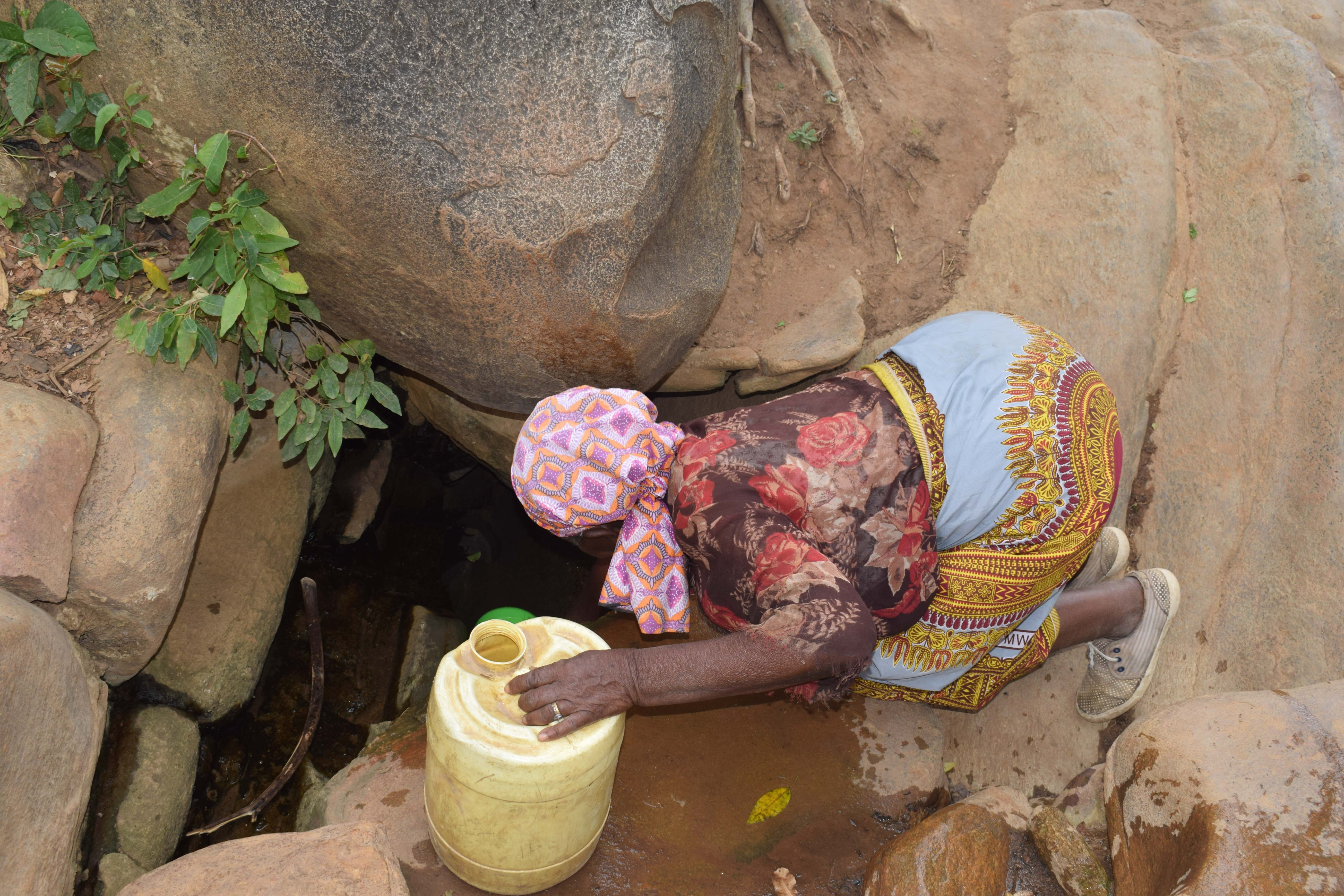 The Water Project : 6-kenya4861-current-water-source