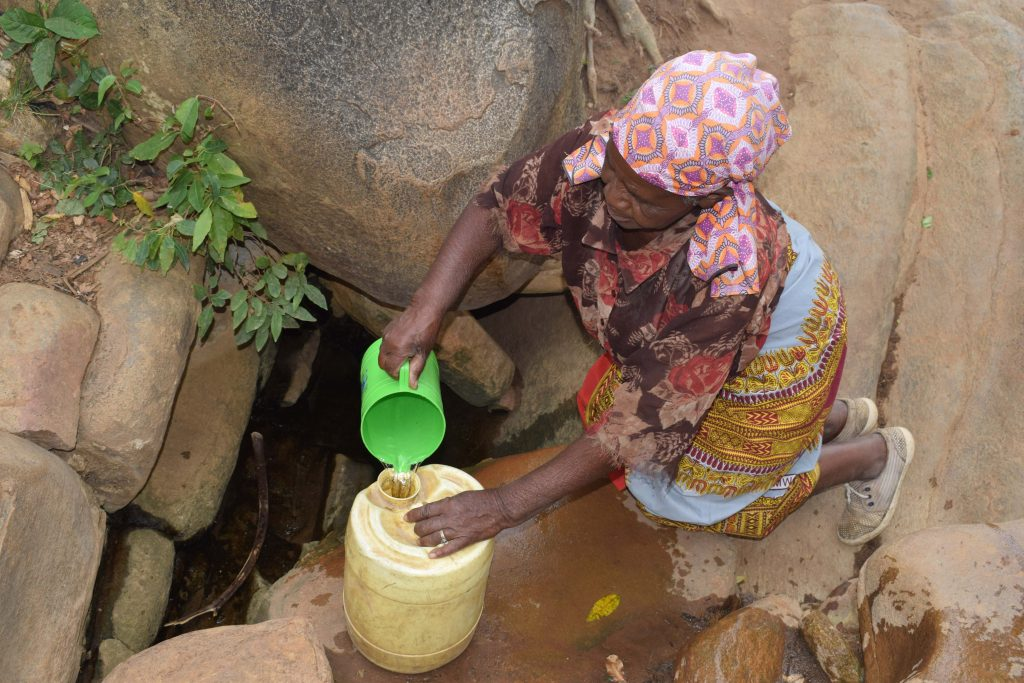 The Water Project : 7-kenya4861-current-water-source