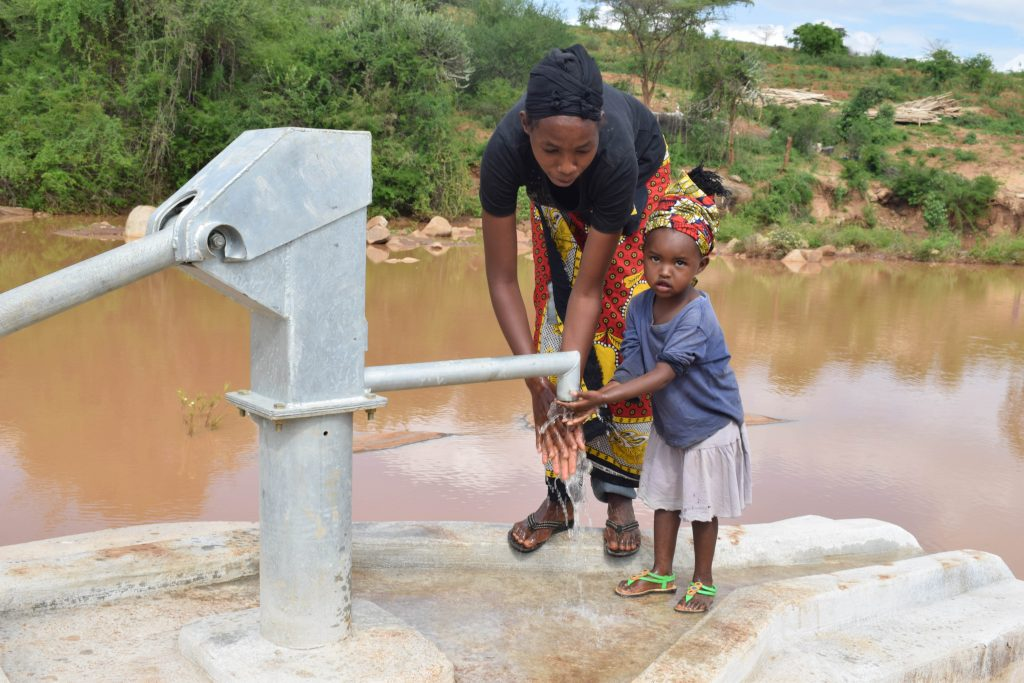 The Water Project : 11-kenya4791-clean-water