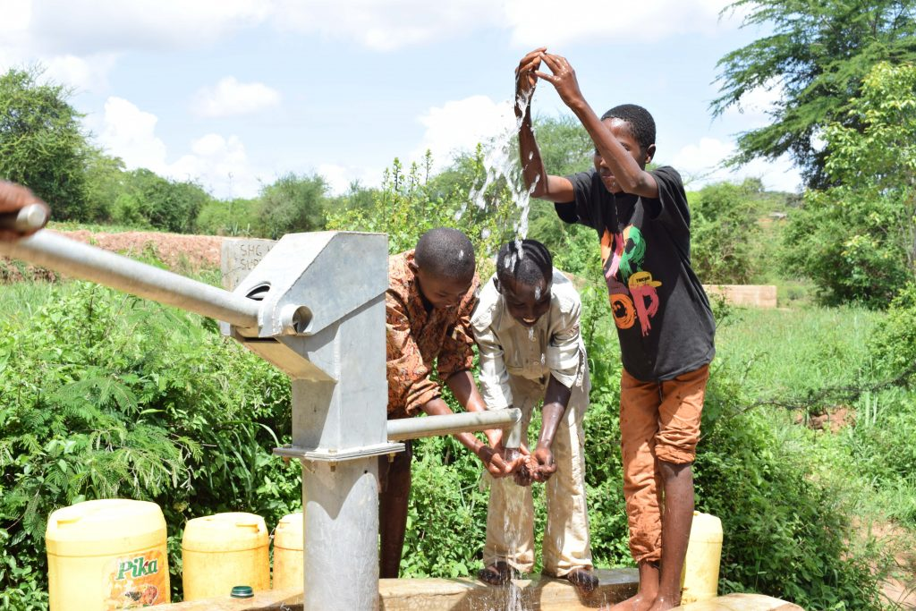 The Water Project : 16-kenya4790-clean-water