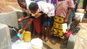 The Water Project : 17-kenya4729-clean-water