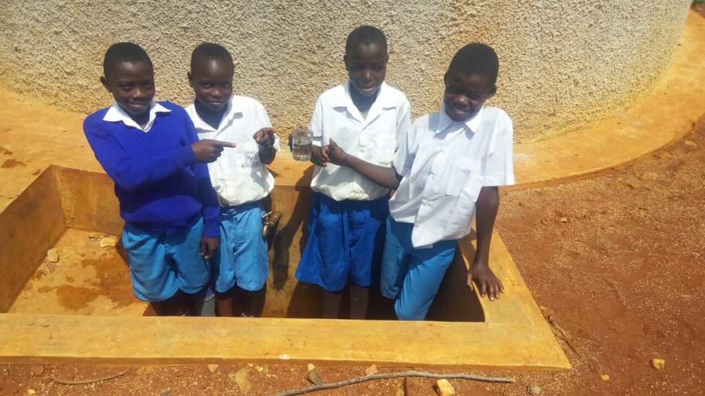 The Water Project : 20-kenya4673-clean-water